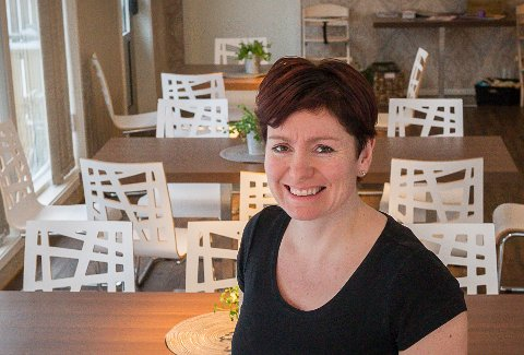 Cecilia Lundbakk (47) eier og driver Heimsjyen AS, med kafé og overnatting på Inndyr i Gildeskål.