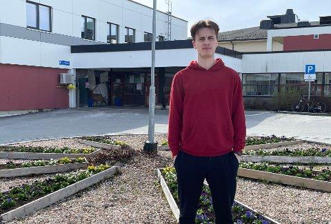 Kostbart: Kristian Brekken Antonsen  (20) forteller at det har blitt ekstra dyrt for dem som er i praksis nå: - Vi er allerede på trange budsjett, sier 20-åringen.