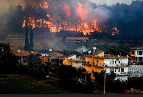BRANN: Her herjer brannen i området rundt leiligheten til Senja-paret.