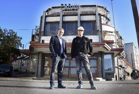 – Forum har ikke fått mye kjærlighet de siste årene, men nå skal dette bli et signalbygg igjen, lover Bjarte Ystebø (t.v.). Her med byggeformann Rune Hegnes.