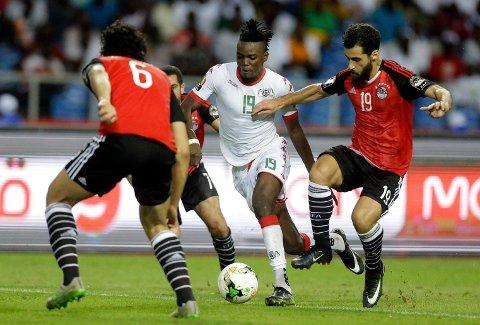 Burkina Faso og Bertrand Traore (midten) er favoritter til å vinne på hjemmebane mot Kapp Verde, mener Spillsenterets oddsekspert.