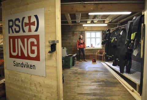 I dette ene av flere rom som Redningsselskapet og Endre Ytreland har fått til disposisjon i Kystkultursenteret, har en mulighet for bla. å kunne tøke og oppbevare våtdrakter.  (Foto: TOM R. HJERTHOLM)