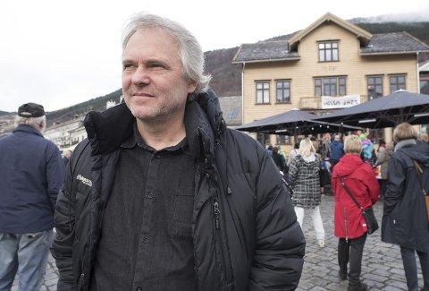 En helg på Vossa Jazz før Jon Skjerdal vender snuten tilbake til Bergen for å arrangere sin egen festival, Nattjazz, den 45. i rekken, og Skjerdals 25. som festivalgeneral. Han lover et gigantisk bestillingsverk dette året, med lyder fra Bergen som hovedfokus.