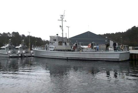 I dag ligger KNM Hitra ved kai på Haakonsvern og marinegaster steller pent med den gamle ubåtjageren. (Foto: EINAR ANDRE KRAMER)