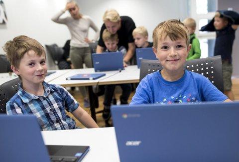 Theodor Børretzen (7) og Nikolas Bernt (8) kan allerede etter noen timer på Bitcamp vise frem sitt første dataspill.