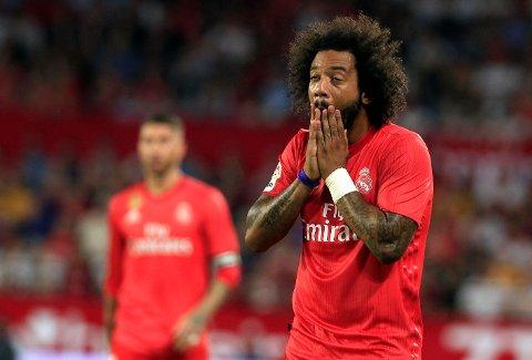 Real Madrids Marcelo fortviler etter tapet mot Sevilla på bortebane.  (AP Photo/Miguel Morenatti)