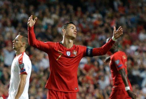 Cristiano Ronaldo fortviler etter at Portugal bare klarte 1-1 mot Serbia hjemme i Lisboa.