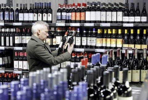 Det er mange tusen flasker å velge mellom i Vinmonopolets vareutvalg. Vi har plukket ut tre som er blant de aller beste kjøpene akkurat nå!