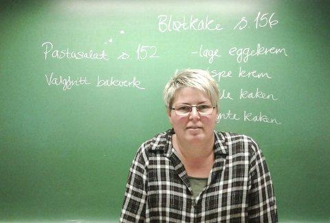 GJØR LEKSER PÅ SKOLEN: Lærer Linda Aaskjær i Krødsherad forteller at mange elever foretrekker å gjøre lekser i «storefri» de dagene skolen legger til rette for det.FOTO: Privat