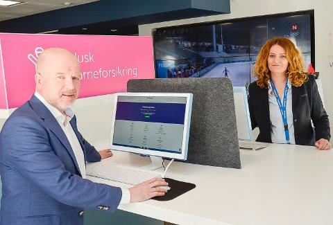 REKORDÅR: 2017 ble et rekordår for Sparebank 1 Modum. Banksjef Egil Meland og banksjef for økonomi og finans, Kristin Myrmel Skinstad kan på vegne av banken smile hele veien til banken.