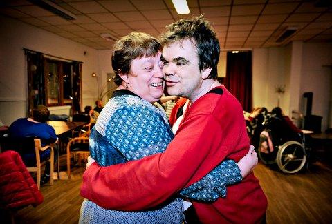 KJÆRESTER: Lene Medrud og Lars Fjæreide er kjærester. De er faste gjester på diskoen på Gulskogen.