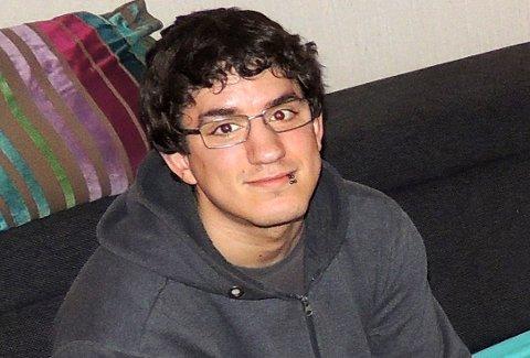 DØDE: Da vennene ikke fikk kontakt med Andreas Timland (28) fra Drammen gjennom et helt døgn, valgte de å låse seg inn i leiligheten hans.