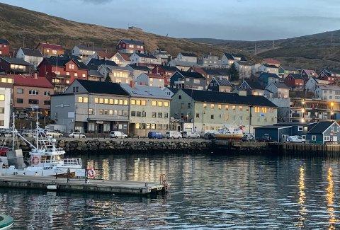 Det er vakkert i indre havn i Honningsvåg. Nå ønsker Prosjekt Nordlys å etablere en flytebrygge i dette området.