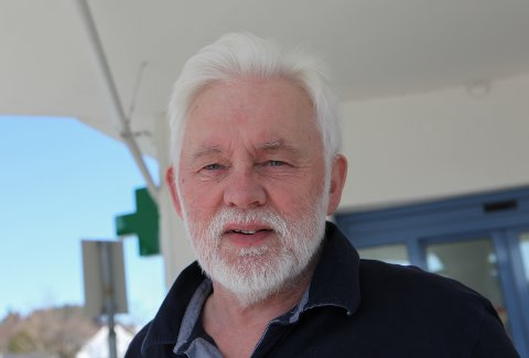SLUTTSPURT: Smittevernoverlege i Kinn, Jan Helge Dale oppmodar dei som enno har til gode å vaksinere seg, om å hive seg rundt. - Med fleire vaksinerte reduserer vi også smitten rundt oss, seier han.