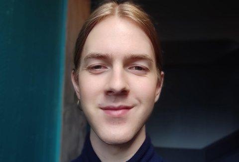 VIKTIG: Rune Stølen håpar mange får med seg Pride til helga: – Pride er jo mykje meir enn ein festival som berre feirar seksualitet. Det er også at folk vel å uttrykke seg sjølv på tvers av kjønnsrollene vi er vande med, seier 25- åringen.