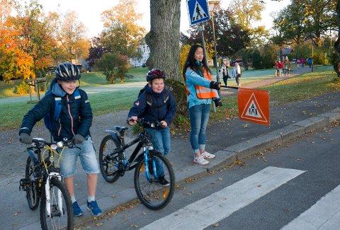 AVVIKLER: Trygg Trafikk avvikler skolepatruljen. Dette bildet, fra 2015, viser  Cicignon-elever som   har skolepatruljer.