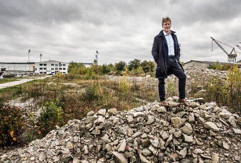 Værste AS eier svimlende 650 mål på Værste. Planen fram mot 2040 er blant annet 3.000 boliger! Ny videregående skole og Arena Fredrikstad kommer på området bak Værste-sjef Trond Delbekk.