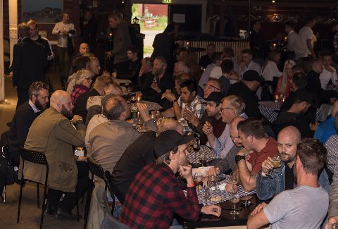ØLFESTIVAL: – Vi ønsker å vise frem godt øl til folk flest, ikke bare til ølentusiaster, sier Mads Amundsen på Båthuset Scene. Bildet er fra fjorårets festival.