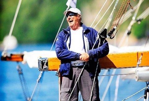 Kommer til jubileumsåpningen: Kong Harald har deltatt i VM i seiling på Hankø. Fredag 8. september kommer han til åpningen av Frederikfesten. (Arkivfoto: Jon Olav Nesvold)