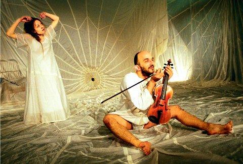 I 2006 satte Studium Actoris  opp forestillingen «Stillhet» på St. Croix-huset i samarbeid med Institutet för Scenkonst: Jannicke Stensnes og Paolo Martini.