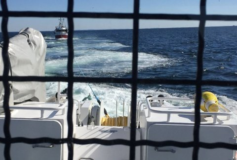 """""""Horn Rescue"""" måtte ut til Færder fyr og hjelpe en fisker 2. påskedag."""