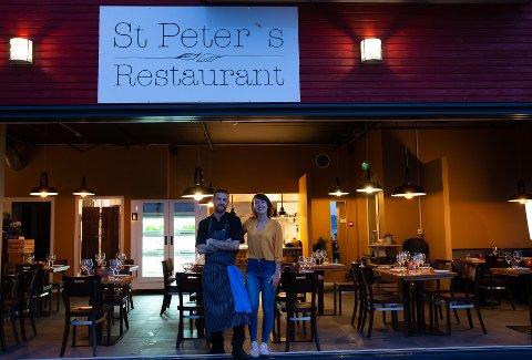 KJÆRLIGHET: Samboerparet Tatiana Kwiatkowska (28) og Michael Bluj (32) lever ut sin kjærlighet til mat og matproduksjon med restauranten i den nye marinaen i Fjeldskilen i Onsøy.