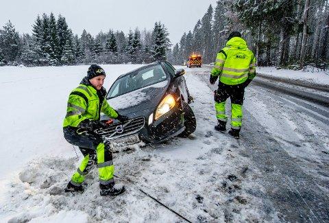 Hans Fredrik Gulland og Andreas Utberg fra SOS Nordre Glomma har vært ute en vinternatt før - bokstavelig talt.