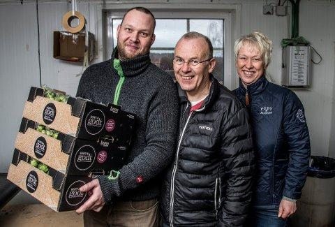 Familiebedrift: Lars Erik (til venstre), Joar og Ingrid Ek driver suksessbedriften Ek gårdskjøkken fra Onsøy. Egg, desserter, sauser og rosenkål ga inntekter på 22,3 millioner kroner i fjor.