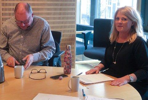 TILFREDSE: Utvalgsleder Rita Holberg (H) og John Fredrik Olsen (Ap) har tillit til prosessene som pågår. De valgte på bakgrunn av redegjørelsen de fikk å ikke gjøre egne undersøkelser nå, men heller ta området konflikthåndtering i praksis inn i en større revisjon som skal gjøres senere.