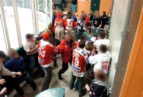 Beavers i slagsmål med Vålerenga-fansen i Stjernehallen i 2007. Dette bråket markerte på mange måter slutten for supporterbråk. I dag er det langt roligere i og utenfor hallene.