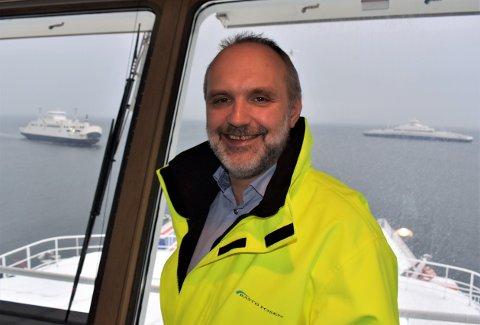 HISTORISK: Nyere historie passerer bak Bastø Fosen-direktør Øyvind Lund. Men når den elektriske ferja han er ombord i settes i trafikk, blir det en begivenhet på høyde med den første ferja med dampmotor i 1884.