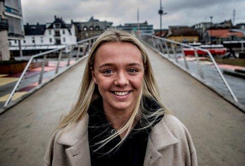 Julie Hulleberg er bare 20 år. Nå er det hun som skal lede FBK-skuta gjennom sin rolle som nyvalgt kaptein.