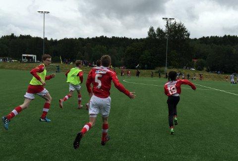Mjølner jubler tirsdag etter å ha gått videre til A-sluttspillet i Norway Cup.