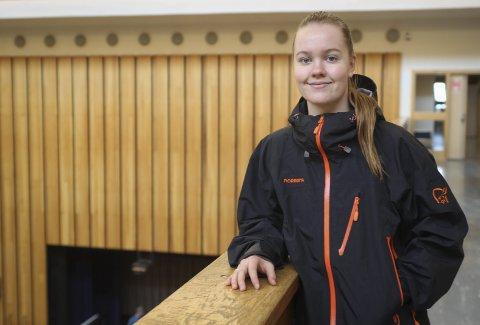 Ferdig: Julie Pedersen Indresand er nå ferdig på videregående og 13 års skolegang. De tre siste årene har hun vært åpen om legningen sin i håp om å bane vei for andre.foto: Mikael Marius Brendvik