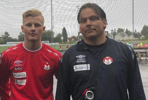 VISER SEG FREM: Mjølner-trener Håvard Hatle, til høyre, med Sortland-spissen Sondre Nordgaard Meløe, som trener med Mjølner flere økter denne uken. Foto: Kolsvik