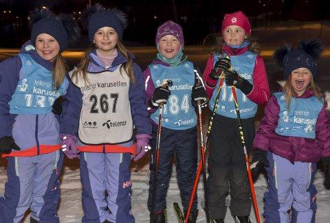 GØY: Denne gjengen kunne godt tenke seg å være med på bildet som reklame for skiskolen. Fra venstre har vi Victoria Spurgiasz, Nicol Romano, Malin Bjørk, Sofie Knoff og Michelle Spurgiasz.