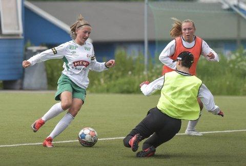 KONSTANT TRUSSEL: Sofie Igelkjøn herjet på venstrekanten og scoret to ganger for Borre.