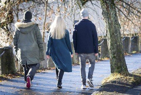 LØVETANNBARN: – Ut fra forutsetningene og hjemmeforholdene er vi ganske stolte  over hvor bra vi faktisk har klart oss, sier søsknene f.v. Espen, Camilla og Kenneth.