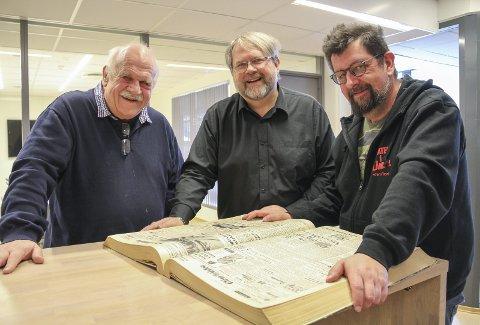 REVYSAMLERNE: Jan Husemoen, Lars Thyholdt og Lars Ovlien samler inn gamle revytekster helt fra 90 år tilbake. Det skal bli bok.