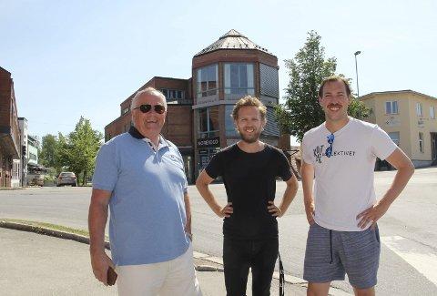VINN-VINN: Styreleder i KOBBL, Leif Næss, Martin Høgberget og Glenn Luijbregts fra Kulturkollektivet foran Tårnhuset, der de blir tette naboer.