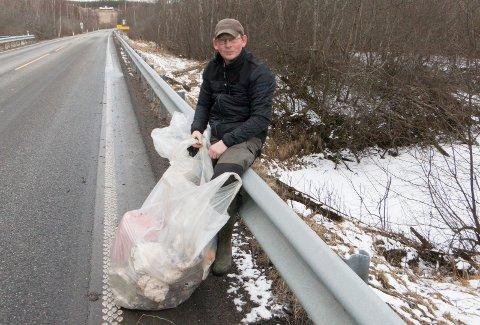 ILDSJEL: Plastpiratene har søkt om 5 millioner kroner fra bæreposefondet, til å rydde vassdrag og fjorder for plast. Robert Tollefsen er vår lokale ildsjel, og han regner med det nå kan ryddes enda mer plast langs Gomma i vårt distrikt.