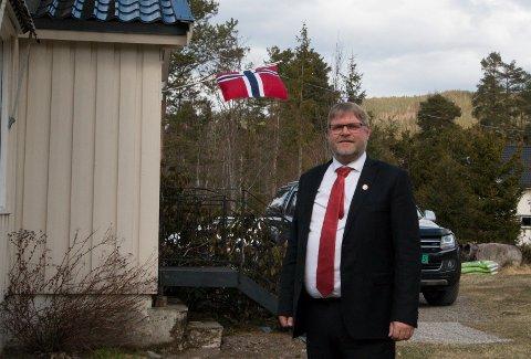 HJEMME OG PÅ NETT: Arve Lindemark (51) opplevde sin første 1. mai-feiring som leder i LO Kongsvinger og omegn, og var hjemme på Slåstad mesteparten av dagen - samtidig som han deltok i den lokale markeringen på nett. - Jeg gleder meg til å kunne samles neste år på samme tid, og få en god, gammeldags feiring! sier han.