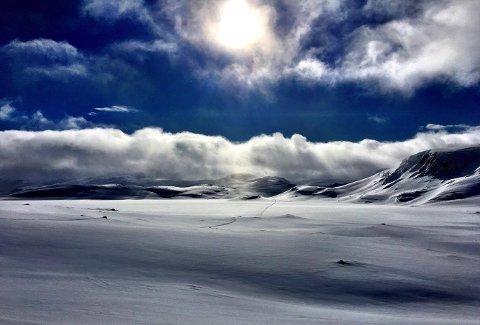 PARADOKS: Dette bildet tok Ann-Katrin Huseby (29) mens hun kjempet mot smerter og kramper ved Litlos, langt inne på Hardangervidda.