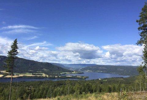 RENT VANN: Noen steder rant det før kloakk rett i Randsfjorden, hvor mange får drikkevannet sitt fra.