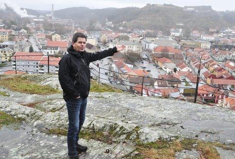UTSIKT: På en av turene i den nye boka inviterer Morten Paulsen til å nyte utsikten fra Rødsberget.