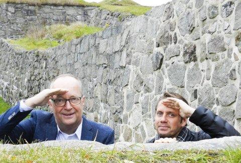 SKUER ETTER UNGE SKUESPILLERE: Operasjef Pål Scott Hagen (tv) og produsent Fredrik Akselberg vil høre fra gutter i alderen 9 til 15 år som vil være med på Tryllefløyten.