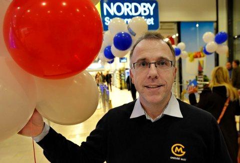 SER LYSERE PÅ FRAMTIDA: Med godkjent koronavaksine har driftssjef i Grensemat, Gøran Lundgren, trua på at grensen mot Norge åpnes til våren. Derfor trekker de tilbake 200 varsler om oppsigelse.