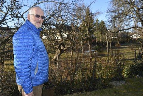 BEKYMRET: Øivind Holt (MDG) er bekymret over miljøeffekten av gassballonger. Han fikk kommunestyret med på et forbud mot salg og bruk i Halden.