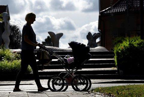TRAVLE UKER: Elise Bjørnebekk-Waagen skal kombinere valgkamparbeid med morsrollen de neste ukene. Det tror hun vil gå veldig bra.