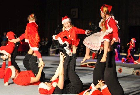 JULETURN: Det blir garantert både nisser, god musikk og mye flott turn når Fredrikshalds Turnforening arrangerer juleturn søndag.